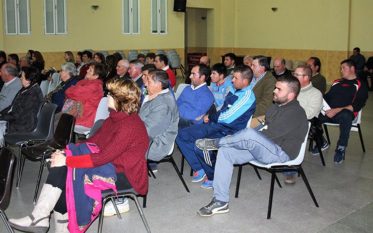 presentacion-en-El-Robledo-asistentes