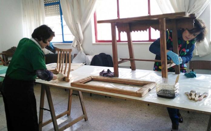 Amfar clausura curso de restauraci n de muebles en calzada for Clases de restauracion de muebles
